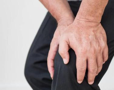发现膝关节屈伸困难,下蹲时还有疼痛感这是滑膜炎嘛